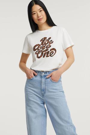 T-shirt Caramel Spots met tekst gebroken wit