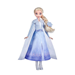 Elsa met magische outfit