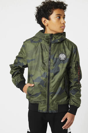 bomberjack zomer Jeremy met camouflageprint en patches army groen