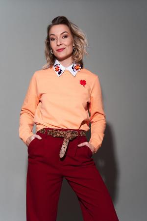 sweater Red Clover met printopdruk lichtoranje