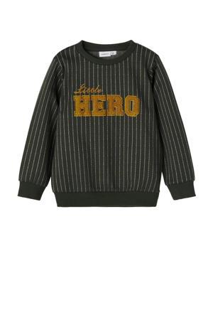 sweater NMMNICOLAJ met tekst donkergroen/oker