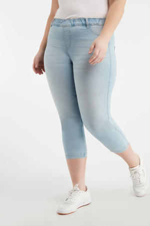 skinny jegging light denim bleached