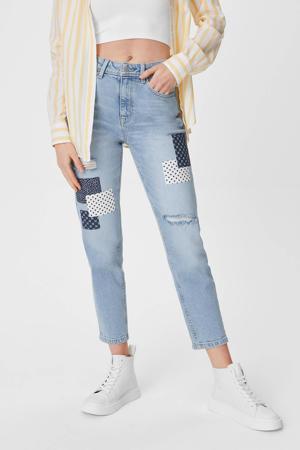 high waist mom jeans met patches lichtblauw