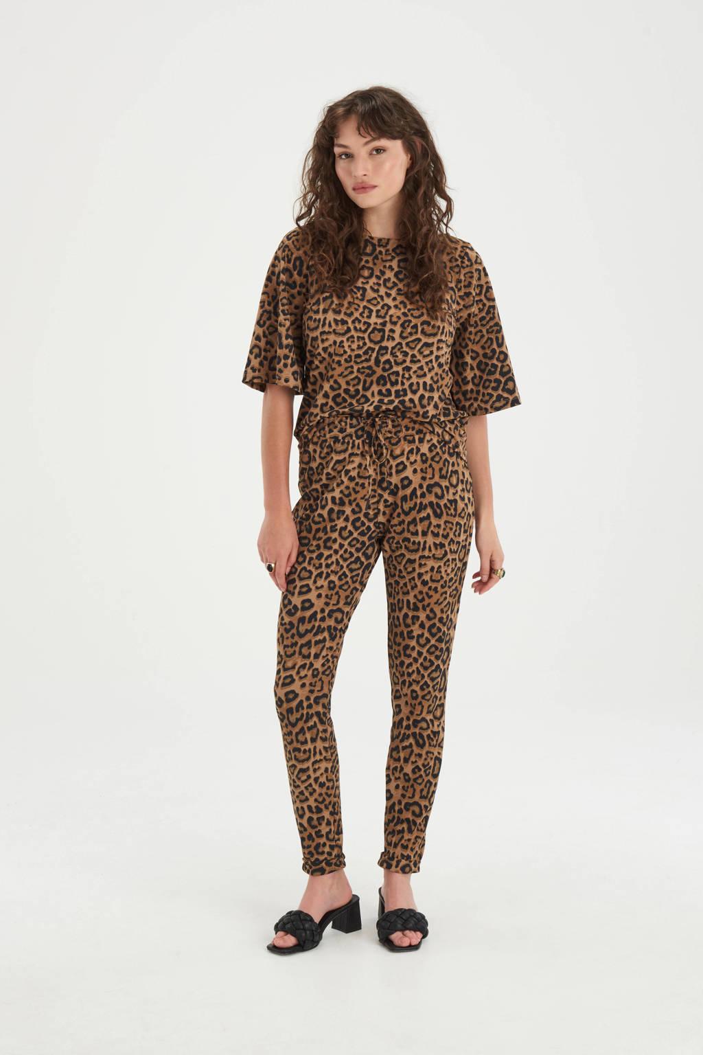 Shoeby Eksept slim fit pantalon Bowie van travelstof met panterprint bruin/zwart, Bruin/zwart