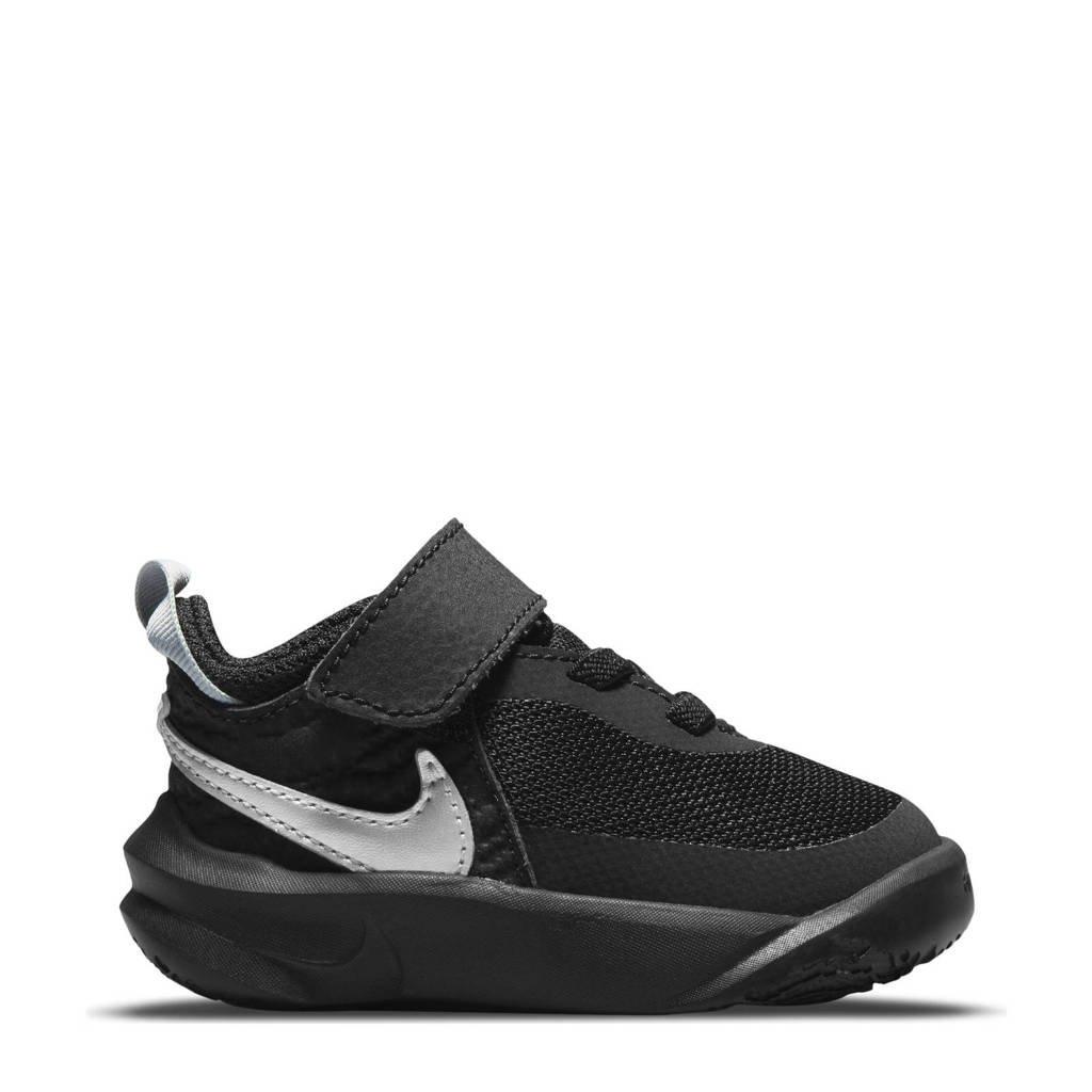 Nike Team Hustle D 10 sneakers zwart/metallic zilver/wit