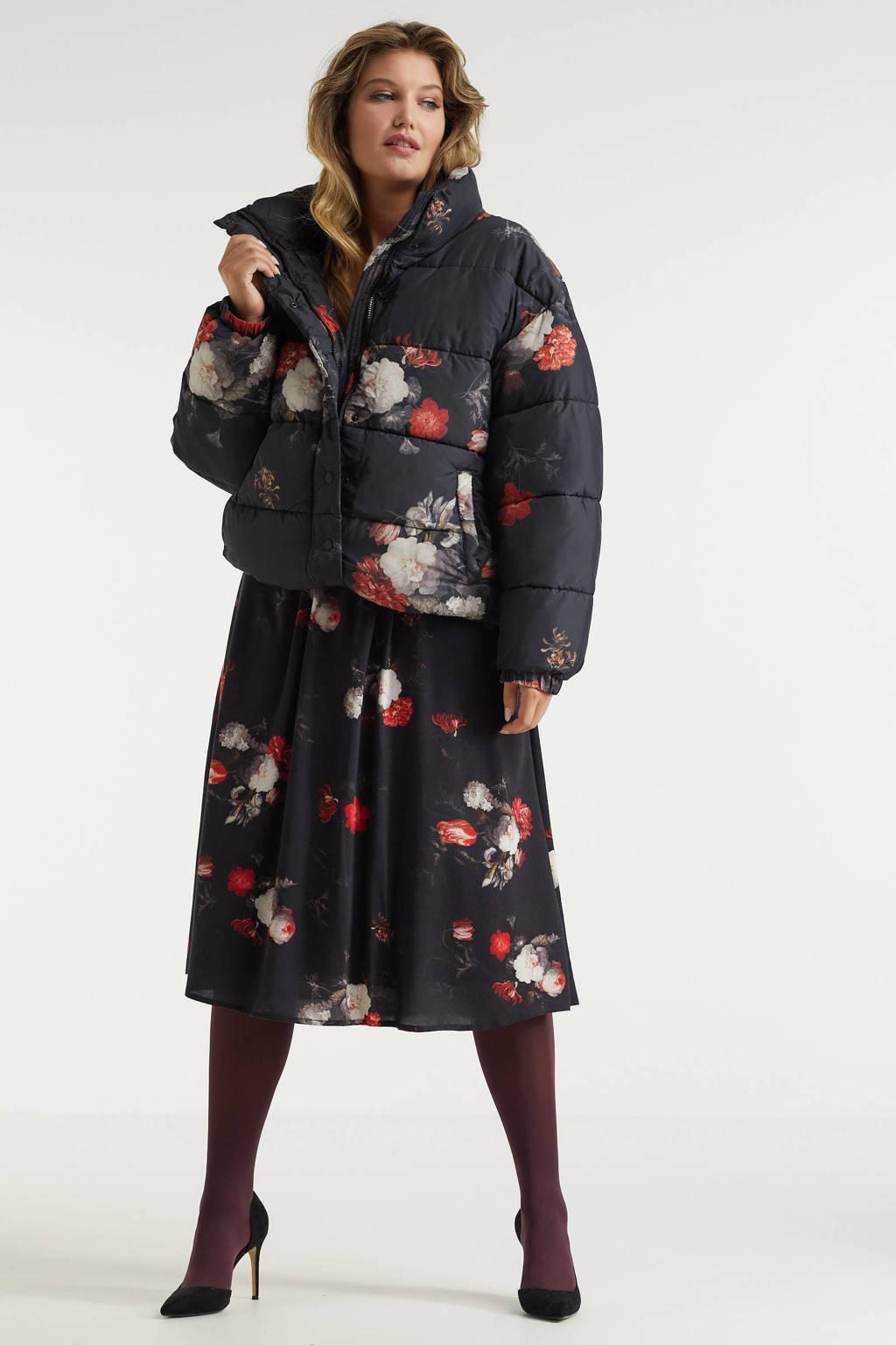 Miljuschka by Wehkamp limited edition gewatteerde jas met bloemenprint rood, Zwart / rood