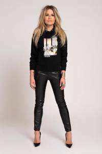 NIKKIE hoodie Luxe met printopdruk zwart, Zwart