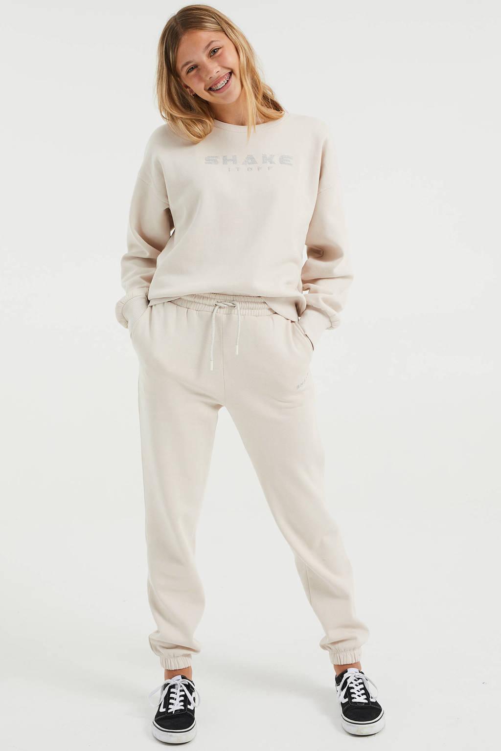 WE Fashion straight fit joggingbroek met tekst ecru, Ecru