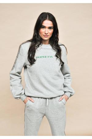 sweater Yoann met contrastbies en borduursels grijs