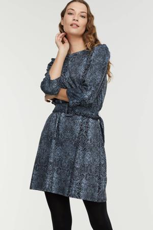 jurk IHKATE met all over print en ceintuur grijsblauw/zwart
