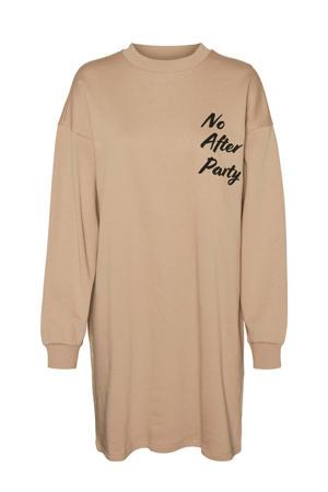 T-shirtjurk NMHANGOVER met tekst bruin