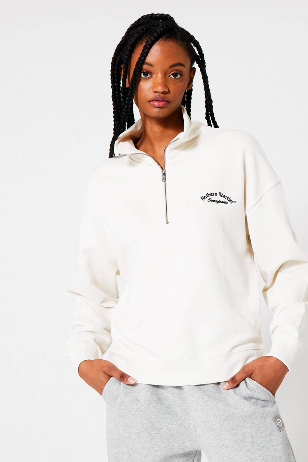America Today sweater Silvia met tekst en borduursels ecru/zwart, Ecru/zwart