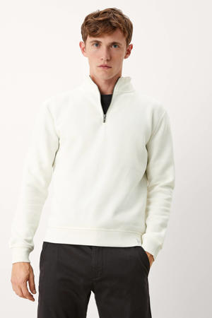 sweater wit