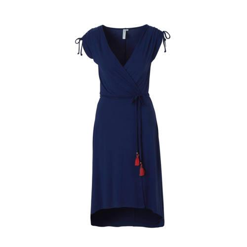 jurk met overslag, whkmp's beachwave dames jurk, uitgevoerd in een jersey kwaliteit. De jurk is voorzien van een overslag, een korte mouw met aanrijgkoordjes en een afneembaar ceintuur met kwastjes in de taille. De jurk is aan de voorkant korter dan aan de achterkant.Extra gegevens:Merk: whkmp's beachwaveKleur: BlauwModel: Jurk (Dames)Voorraad: 2Verzendkosten: 0.00Plaatje: Fig1Maat/Maten: 46Levertijd: direct leverbaarAantal reviews: 15Gemiddelde rating: 4.30Aanbiedingoude prijs: € 49.99