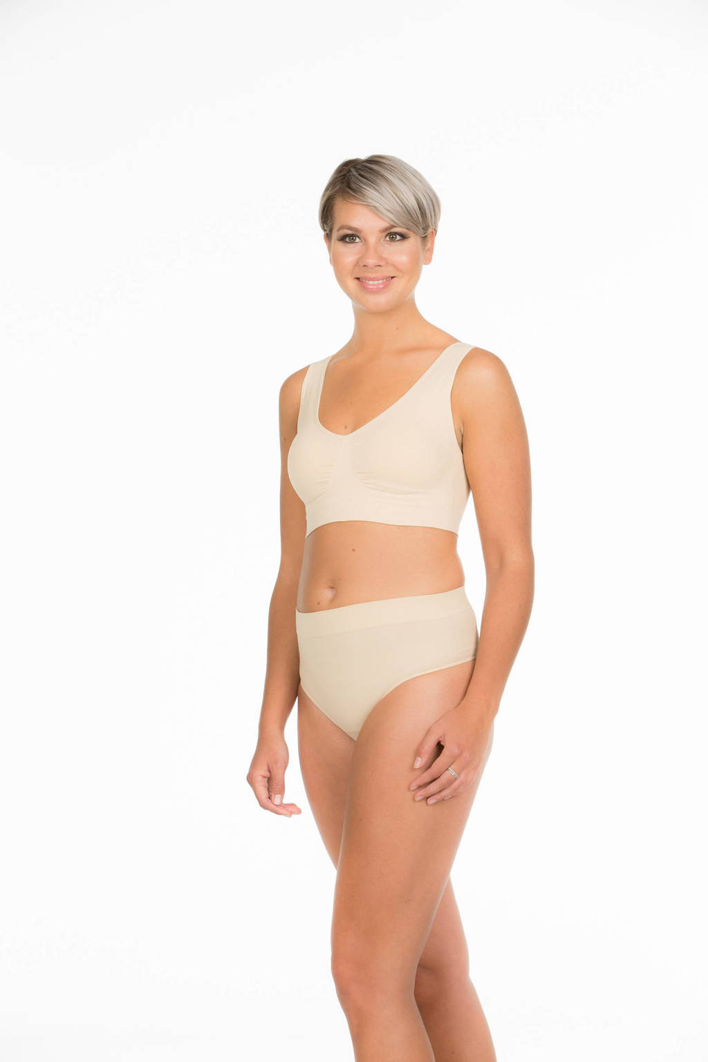 MAGIC Bodyfashion corrigerende string beige, Beige