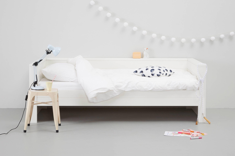 Houten bed wit de slaapfabriek