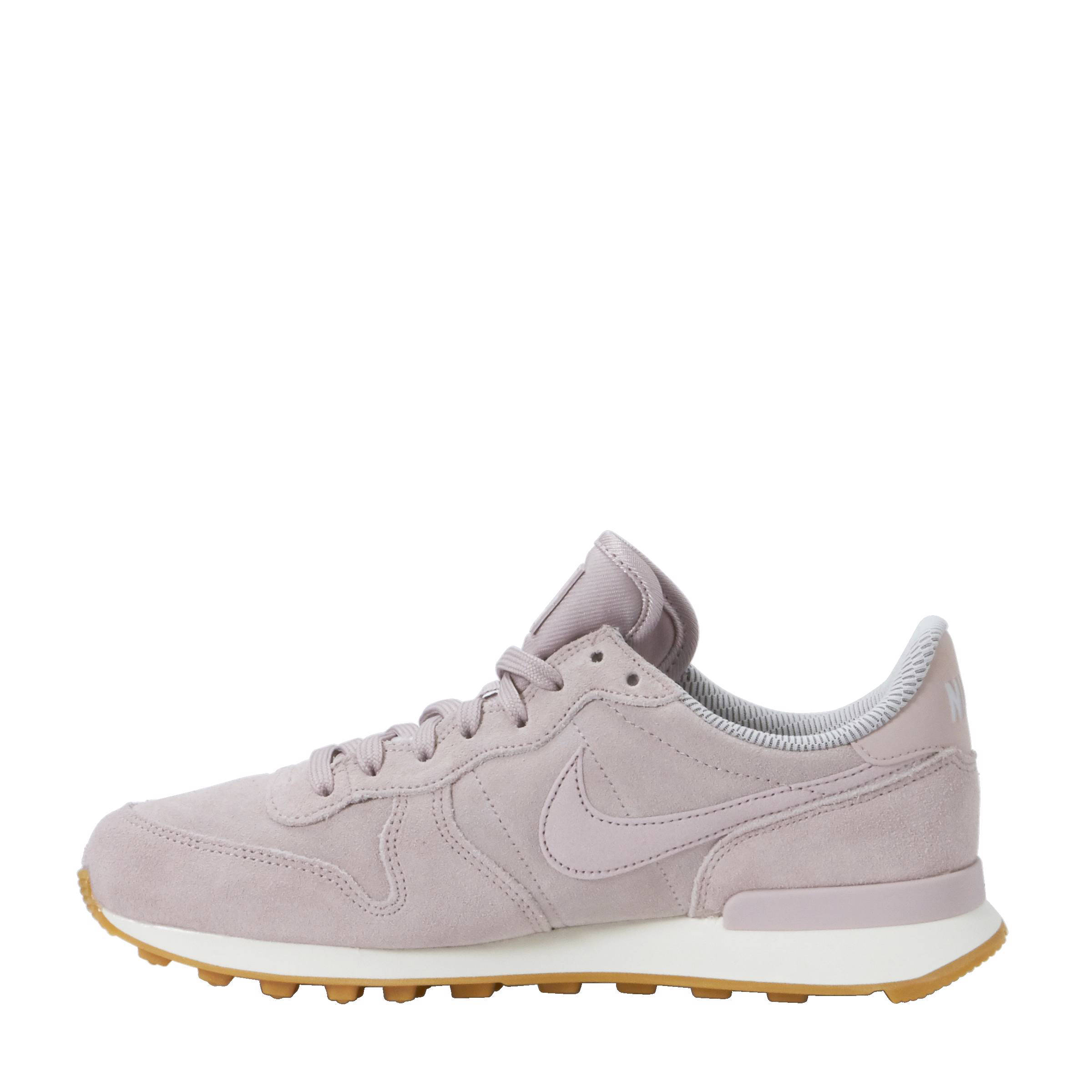 hoe valt nike internationalist dames