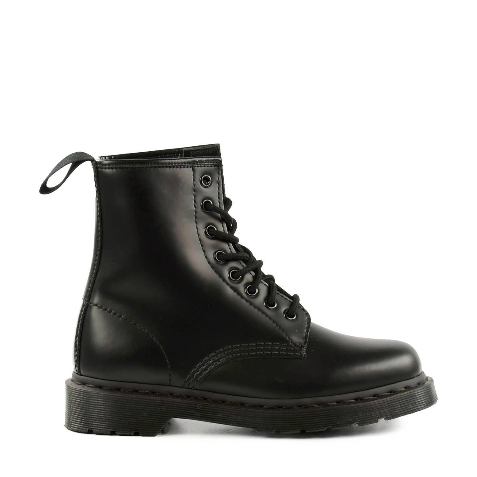 Dr Noir. Martens Chaussures Avec Des Nez Ronds Avec Des Dames Lacer 2dxUxim