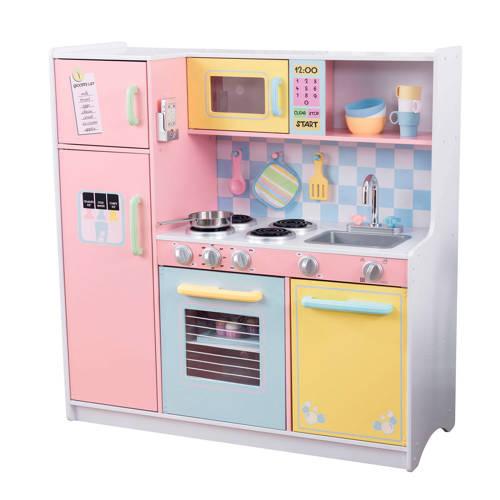 Grote keuken in pastelkleuren