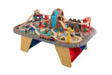 houten treinset en tafel met waterval